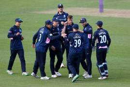 SURREY VS MIDDLESEX - MATCH ACTION