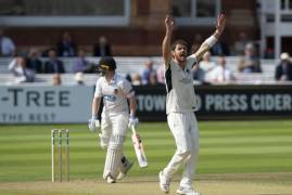 JAMES HARRIS TALKS US THROUGH DAY TWO VS SUSSEX AT LORD'S