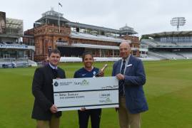 Middlesex Women's Sophia Dunkley wins the Sunshine Garden Centre Most Valuable Player Award