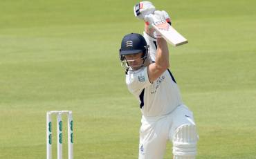 NICK COMPTON ANNOUNCES RETIREMENT FROM CRICKET