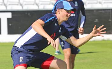 MIDDLESEX YOUTH CRICKETERS RECEIVE CALL-UPS TO BUNBURYS AND ECB SUPER FOURS